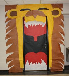 in the wild vbs 2019 decorating ideas for the missions class Jungle Decorations, School Decorations, African Theme, African Safari, Lion Bulletin Boards, Jungle Door, Circus Theme Classroom, Vbs Themes, School Doors
