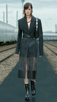 Runway Fashion, Fashion Show, Fashion Outfits, Womens Fashion, Fashion Design, Style Fashion, What Is Fashion, Power Girl, Winter Collection