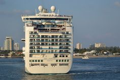 Cruise Ship - Ruby Princess - Sail Away from Fort Lauderdale    Christened in 2008    This photo used here: 5-tips.com/2011/08/favorite-cruiseship-journey-possibilit...     <3 Cruise ships