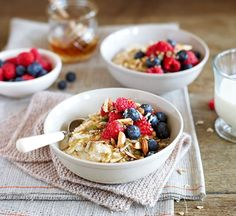 This healthy berry bircher porridge is a perfect make ahead breakfast that will keep you full throughout the morning. Make Ahead Breakfast, Health Breakfast, Healthy Breakfast Recipes, Brunch Recipes, Healthy Snacks, Healthy Recipes, Healthy Eating, Healthy Brunch, Breakfast Smoothies