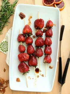 Grilled strawberries with balsamic and brown sugar: Strawberries are marinated in balsamic, rolled in brown sugar, grilled and served with ICE CREAM. These might also be good without brown sugar on greens as a salad. Think Food, I Love Food, Good Food, Yummy Food, Desserts To Make, Delicious Desserts, Granita, Vegetarian Recipes Easy, Fruit Recipes