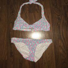 Lilly Pulitzer A Little Tipsy Shell Bikini XS EUC, no damage or stains. Lilly Pulitzer Swim Bikinis