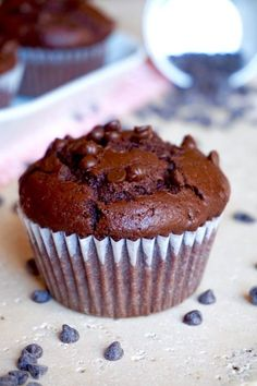 Muffin al Cioccolato Facilissimi CHOCOLATE MUFFIN VERY EASY If you are a Chocolate lover and in particular those typical Anglo-Saxon sweets called Muffins, you can't Sweets Recipes, Muffin Recipes, Gourmet Recipes, Real Food Recipes, Cake Recipes, Bolo Cake, Torte Cake, Chocolate Chip Muffins, Chocolate Desserts