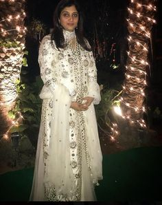 White gotta abstract || #shalinikhandelwalgupta #pictureoftheday #realpeople #embroidery #indianwear #indiancouture #indianfashion #dabiri #dabiricouture #whiteoutfit