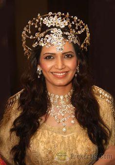 Karishma Tanna Photos - Karishma Tanna Latest Stills Cute Indian Guys, Gold Headpiece, Headpiece Wedding, Cute Galaxy Wallpaper, Baal Veer, Indian Designer Outfits, Tv Actors, Hair Accessories For Women, Mehndi Designs