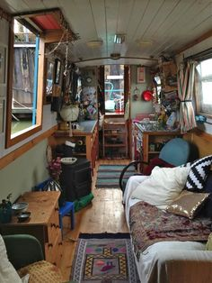 Cream Room, Crank Desk - Rooted In Reading, Christmas Table Diy. Living On A Boat, Tiny Living, Living Spaces, Living Room, Canal Boat Interior, Narrowboat Interiors, Houseboat Living, Floating House, Tiny House Movement