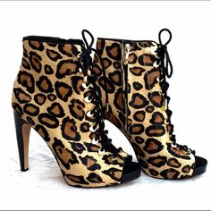 SALE Sam Edelman Karmen Leopard Peep Toe Boots 7,5 New Without Box Sam Edelman New York Real Fur Dyed Sheep Shearling & Leather Luxurious Peep Toe Ancle Booties Leopard Print. Side zipper clisure, Lace Up ftont. Size 7,5. Never worn. Used as a store display.Originally retails for $290. Sam Edelman Shoes Ankle Boots & Booties