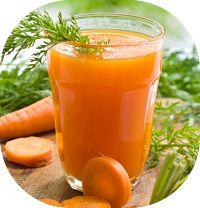 Suco detox de cenoura e salsão e broto de alfafa para auxiliar a perda de peso e proporcionar disposição. A cenoura ajuda eliminar líquidos e desintoxicar
