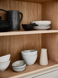 Reflecting the very essence of their brand, Swedish Kitchen Company Nordiska Kök have created the Nordic Kitchen. Swedish Kitchen, Nordic Kitchen, Shaker Kitchen Inspiration, Limestone Countertops, Grey Kitchen Island, Beige Kitchen, Kitchen Islands, Nordic Lights, Bespoke Kitchens
