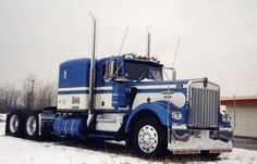 A beautiful old Kenworth W900A. What a shame, KW stopped making this model of truck.