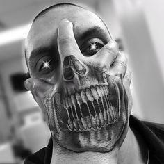 ▷ 1001 + Ideen und Bilder zum Thema Totenkopf Tattoo a hand holding a big black tattoo with a black skull and white teeth – man with a skull tattoo Om Tattoo, Tatoo 3d, Tattoo Dotwork, Blue Tattoo, Tattoo Blog, Evil Tattoos, Girly Tattoos, Badass Tattoos, Sexy Tattoos