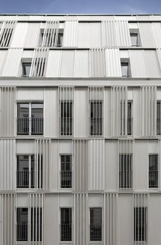 The new building is aligned on rue Castagnary and recedes in an L-shape towards the adjacent building in the north. Its medium scale ensures urban continuity and the density in this quarter. The building is covered by an envelope of white metal...