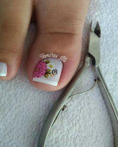 Toe Rings, Nice Nails, Nail Arts, Toe Nail Art, Nail Bling, Designed Nails, Polish Nails, Yellow Nail