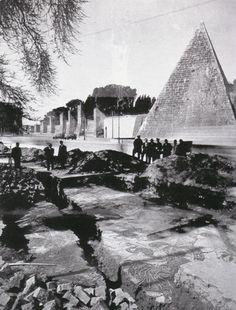 Ritrovamento di mosaici presso la Piramide, 1936.