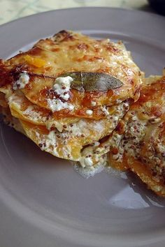 gratin de courge Paprika Pizza, Chili, Crostini, Party Finger Foods, Cheat Meal, Cheddar, Vegan Recipes, Vegan Food, Food And Drink
