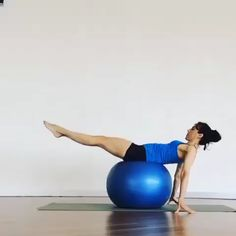 Stability Ball Exercises For Legs And Abs HIIT cardio and abs workout. HIIT (High-Intensity Interval Training) is a workout in Fitness Workouts, Lower Ab Workouts, At Home Workouts, Fitness Motivation, Fitness Pilates, Fitness Ball Exercises, Abs Workout Video, Pilates Video, Dumbbell Workout