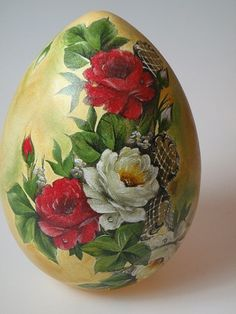 pisanki decoupage galeria - Szukaj w Google Egg Crafts, Easter Crafts, Hand Painted Gourds, Faberge Eggs, Egg Art, Easter Holidays, China Painting, Egg Decorating, Painted Rocks