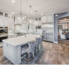 Good night everyone! Leaving you with this kitchen as inspiration! love the floors and stools! And the detailing on the wood cabinets are 👌🏼👌🏼 by Pulte Homes