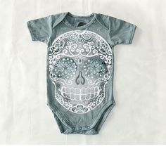 Faded Grey Skull Bodysuit 6 9 12 month Distressed by BonesNelson Trendy Baby Girl Clothes, Baby Kids Clothes, Baby Outfits, Auryn, My Bebe, Baby Time, My Baby Girl, Boys T Shirts, Just In Case