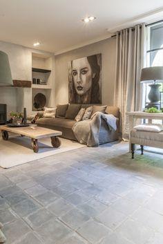 A replica of the antique Dutch grey/blue terracotta tiles. Terracota Floor, Interior Exterior, Interior Design, Home Goods Decor, Home Decor, Casa Patio, Room Themes, Living Room Inspiration, Family Room
