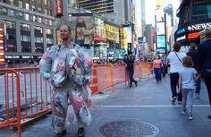 Этот американец носит на себе весь мусор, созданный им же самим за 30 дней (10 фото)  http://nlo-mir.ru/newnews/48014-na-sebe-ves-musor.html