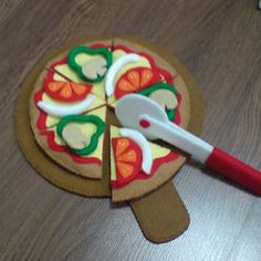 Felt pizzas patterns set - pepperoni pizza, thick and thin crust pizzas, toppings, cutter, server (felt patterns and tutorial via email)