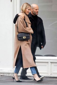 Celebs With Classic Style All Live in This Winter Coat Rosie Huntington-Whiteley camel coat outfit Rosie Huntington Whiteley, Cute Winter Coats, Winter Coats Women, Casual Coats For Women, Winter Coat Outfits, Winter Jackets, Fendi, Fashion Week, Winter Fashion
