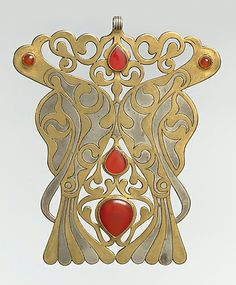 Pectoral ornament, Turkmenistan, late 19th–early 20th century | Silver, fire-gilded and chased, with openwork and table-cut and slightly domed and cabochon carnelians