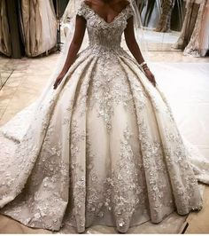 2016 Luxury Full Flowers Puffy Ball Gown Wedding Dresses Arabic Gorgeous V Neck Wedding Gowns Custom Made robe de mariage