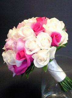 Bouquet de mariée Fleurs d'un nouveau monde - Modèle Jardin d'étéBouquet tombant de roses multicolores© Fleurs d'un nouveau monde
