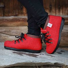 After Skiing rød Skiing, Sneakers, Fashion, Ski, Tennis, Moda, Slippers, Fashion Styles, Sneaker
