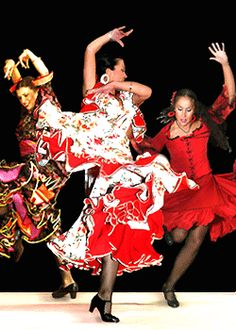 Flamenco Everybody Dance Now, Spanish Dance, Belly Dancing Classes, Dance Photos, Lets Dance, Dancing In The Rain, Dance Art, Dance Studio, Dressmaking