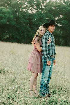 Cute Teen Couples, Cute Country Couples, Cutest Couples, Cute N Country, Cute Couples Goals, Country Couple Pictures, Teen Couple Pictures, Couple Picture Poses, Friend Pictures
