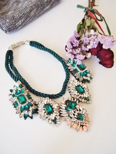 Gorgeous statement necklace from Holypink.com