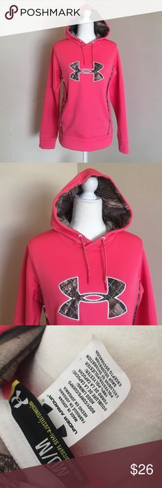 Semi-fitted Under Armour hoodie Pink color, size medium, no visible flaws, worn once, hoodie, pocket on the front Under Armour Sweaters