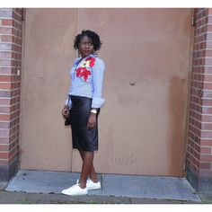 Flower Power Details on the Blog (click on the link in Bio)       #oriwodesign #hamburg #locpetals #locs #ootd #workoutfit #blogger_de #diy #blogging #embroidery #blogpost #handmade #fashionismypassion #naturalhair #teamlocs #fashionismyprofession #embroideredshirt  #locstyles #ilovemyjob #outfit #diyskirt #leatherskirt #handwork  #fashiondesigner #beckywiththegoodhair #fashionblogger #naturalhair #queen #instahair #womenwithlocs #woodenearrings