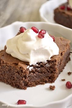 Homemade brownies - Best fudgy, dense and rich homemade brownies with crispy top just the way you like it. Add chocolate chips or nuts or just make them plain. #brownie #chocolate #dessert  www.sprinkleofcinnamon.com