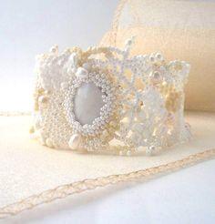 He encontrado este interesante anuncio de Etsy en https://www.etsy.com/es/listing/100761777/beadwork-bracelet-beaded-bracelet-seed