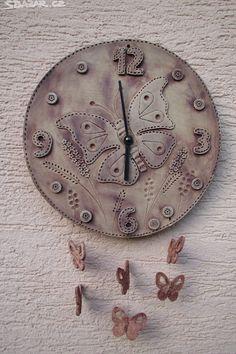 keramické hodiny ručně vyráběné - Hledat Googlem Preschool Auction Projects, Ceramic Pottery, Ceramic Art, Pottery Classes, Air Dry Clay, Oclock, Sculpting, Diy And Crafts, Inspiration