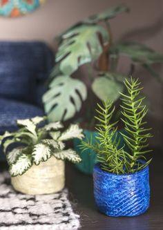 DIY dollhouse pots  Askartele nukkekotiin seinäkoristeita ja pieniä kukkaruukkuja Fimo-massasta. Katso Unelmien Talo&Kodin ohjeet nukkekodin koriste- ja sisustusesineisiin!
