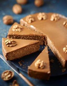 Une recette de gâteau aux noix très gourmand... Le grenoblois ! Avec son glaçage et son doux goût de café, il est irrésistible.