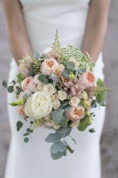 Bouquet romantique et dusty Rose Bridal Bouquet, Silk Wedding Bouquets, Dried Flower Bouquet, Bridal Flowers, Flower Bouquets, Dusty Rose Wedding, Floral Wedding, Wedding Colors, Rustic Wedding Centerpieces