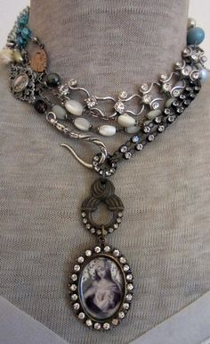 ❥ chain can be doubled or tripled – French Circus ❥ ketting kan worden verdubbeld of verdrievoudigd – Frans circus Old Jewelry, Wire Jewelry, Jewelry Crafts, Jewelry Art, Beaded Jewelry, Vintage Jewelry, Jewelry Accessories, Handmade Jewelry, Jewelry Design