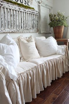 Shabby Chic Home Decor Shabby Chic Sofa, Shabby Chic Living Room Furniture, Shabby Chic Homes, Shabby Chic Decor, Above Couch, Best Leather Sofa, Couch Covers, White Couch Cover, Vintage Decor