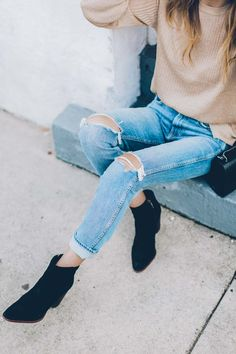 604d990ab16 Jess Kirby wearing grlfrnd denim naomi high rise and sam edelman ankle  boots Black Ankle Boots