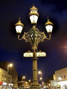 Tooting lamp post