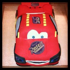This Lightening McQueen birthday cake is perfect for a little boy's birthday party!