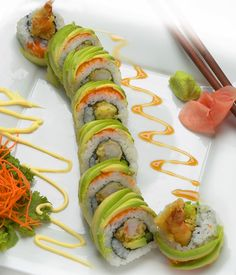 Greatest sushi rolls, from the Caterpillar Roll to the Dragon Roll. With so many types to choose from, these are the 20 best sushi rolls. Seafood Recipes, Cooking Recipes, Healthy Recipes, Dragon Roll Sushi, Types Of Sushi Rolls, Sushi Comida, Japan Sushi, Asia Food, Sushi Art