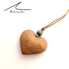 Un coeur en bois d'Iroko et perle en hématite #love #création #fait-main #heart #coeur sur DaWanda.com <3