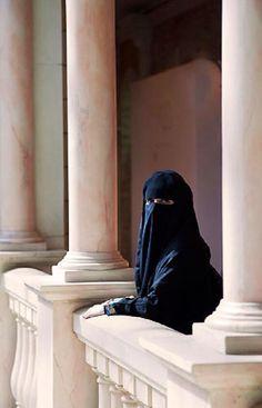 United Arab Emirates, Dubai, Arab Woman in a Niqab Abu Dhabi, Sharjah, We Are The World, People Of The World, Timor Oriental, Hijab Niqab, Hijab Outfit, Niqab Fashion, Arab World